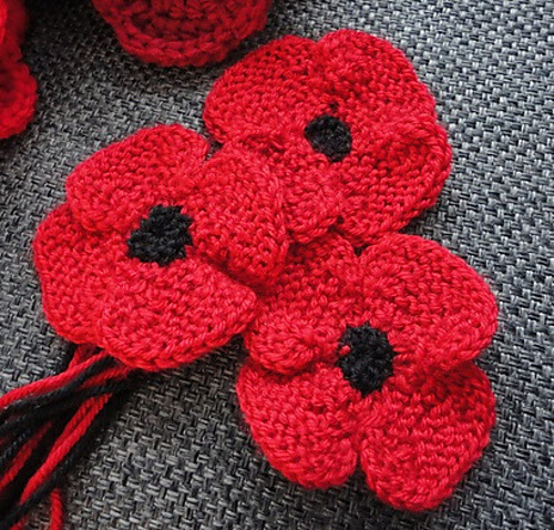 Knit Poppy Flower [FREE Knitting Pattern]
