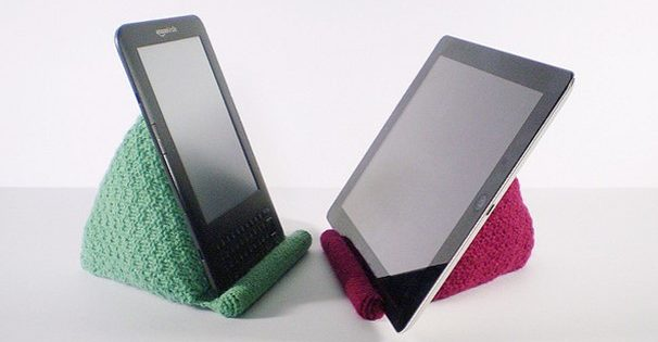 knitted reading rest for tablet | the knitting space