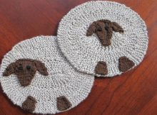 fun sheep knitted coaster set   the knitting space