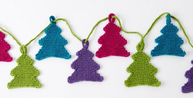 miniature knitted tree garland | the knitting space