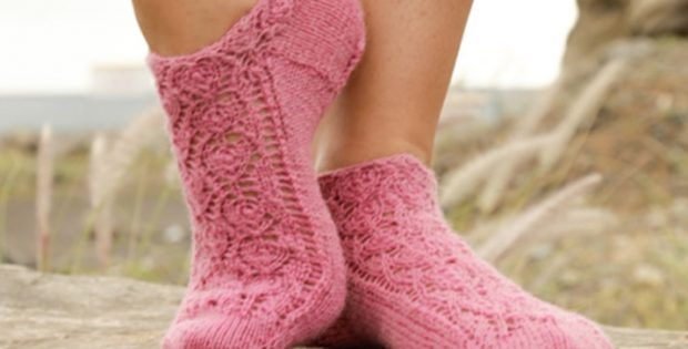 Knitted Ankle Socks Patterns Free : Camellia Rose Knitted Ankle Socks [FREE Pattern]
