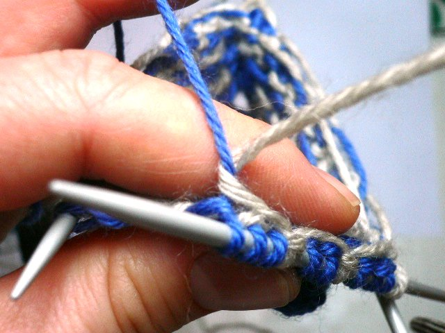 Catch Floats In Fair Isle [A How To Knitting Tutorial]