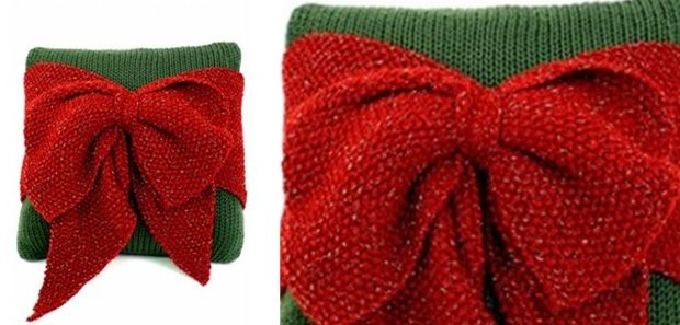 Christmas bow knitted pillow | the knitting space