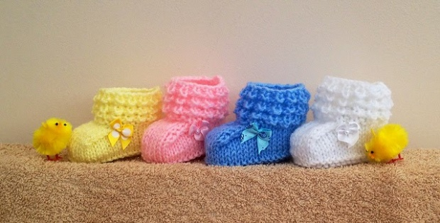 knit crocodile baby mocs | the knitting space