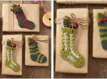 jolly holiday knitted mini socks | the knitting space