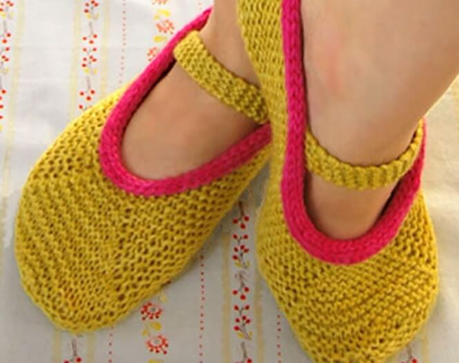 Knit Mary Jane Slippers [FREE Knitting Pattern]