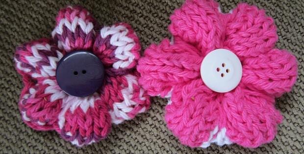 Knit Simple Flowers [FREE Knitting Pattern]