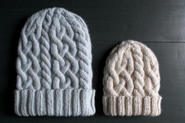 Knitted Traveling Cable Hat Free Knitting Pattern