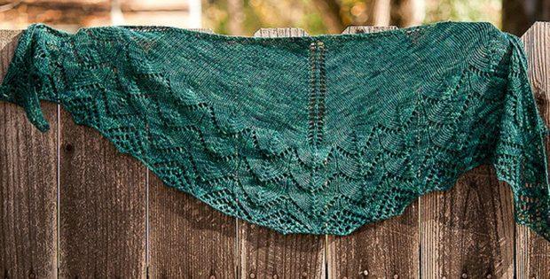 Travelling Woman Knitted Lace Shawl [FREE Knitting Pattern]