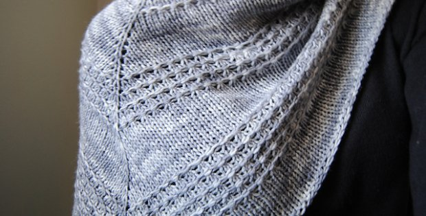 Knitted Zilver Triangle Shawl [FREE Knitting Pattern]